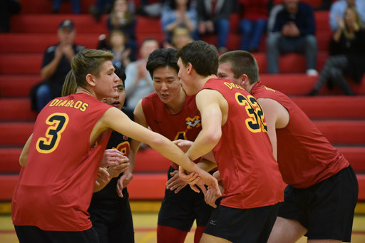 Boys Volleyball wins League Title